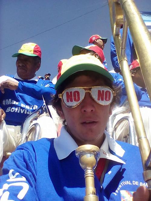 Joven musico advierte que fueron obligados a ejecutar temas a Evo Morales