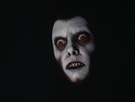 Imagen subliminal del demonio Pazuzu durante el sueño de Damien Karras (Jason Miller) en El exorcista - Cine de Escritor