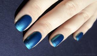 Unhas azuis fosco