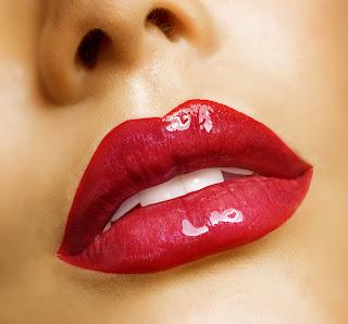 memilih lipstik untuk bibir merah indah