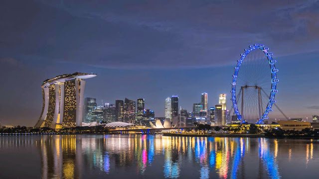 Marina Bay skyline in Singapore (© Martin Puddy/Getty Images) 587