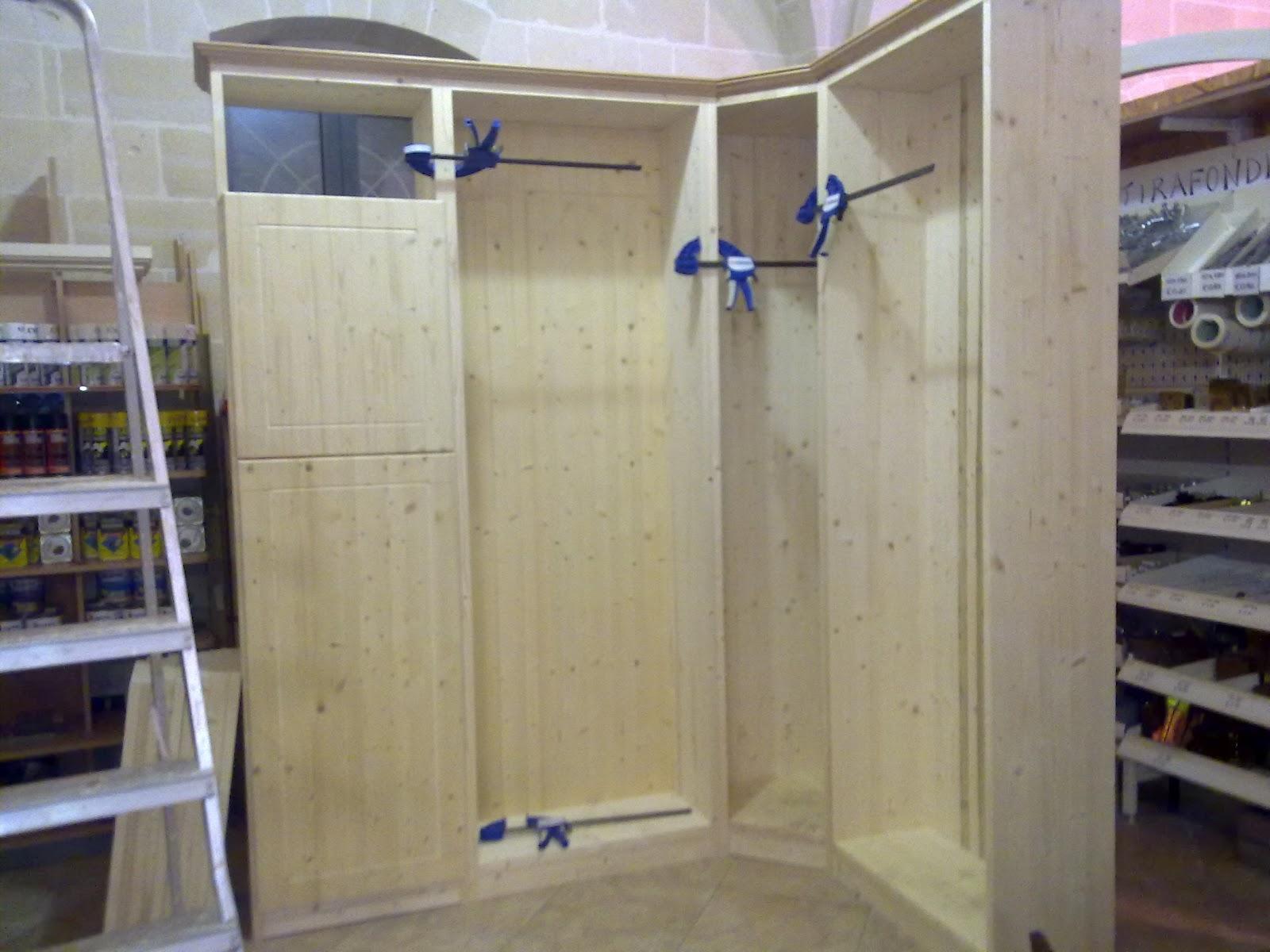 Fai da te hobby legno armadio ad angolo - Costruire un mobile in legno ...