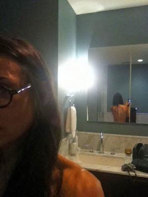 http://4.bp.blogspot.com/-2NJ4HHQU6rA/Tmvu-41xYQI/AAAAAAAAAeE/3Ty-JeUwXjk/s1600/Demi+Moore+Naked.JPG