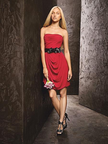 Къса червена рокля с драперии на Вера Уанг - колекция пролет 2013 White by Vera Wang