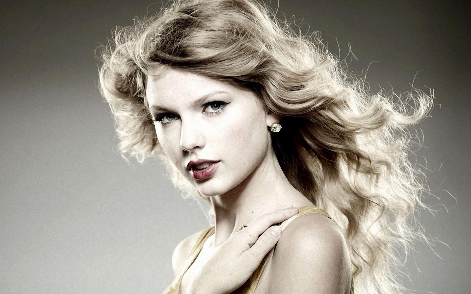 http://4.bp.blogspot.com/-2NXNT1D2IEM/UHVPFzqHXPI/AAAAAAAAUxk/RCNpY1mK-BE/s1600/Taylor-Swift-hd-Wallpapers-2012_1.jpg