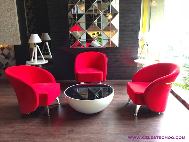 red-couches-hotel-lounge