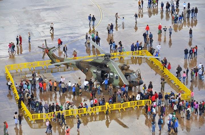 Exposición helicóptero Puma en Aire 75
