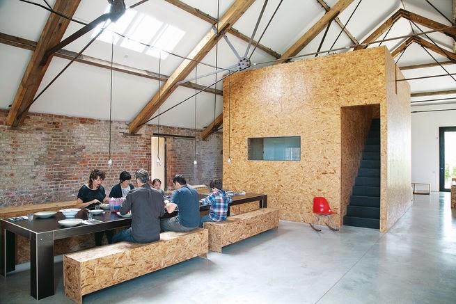 Scheune ausbauen  Die-Wohngalerie: OSB Ausbau einer alten Backstein-Scheune