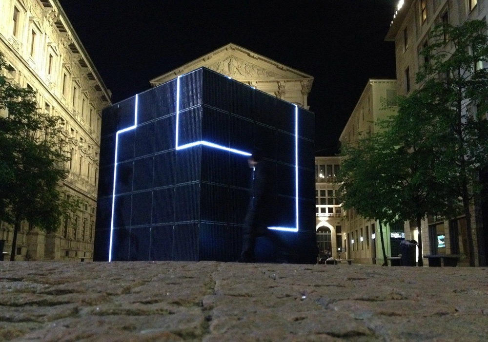Nonesiste un solo modo e qbo in piazza san fedele for On off illuminazione milano