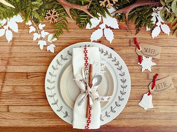 una sencilla y rapida decoracion para la mesa de navidad
