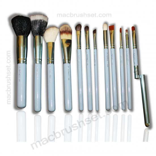 bobbi brown brushes uses. the brushes designed by mac are perfect for use. when you will purchase tube brush handler get following brushes: bobbi brown uses i