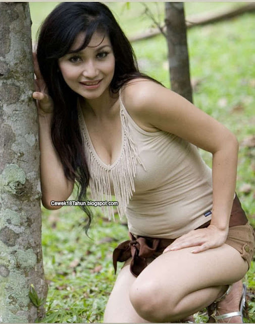 Neng Yuni, Gadis Desa yang Seksi Menggoda