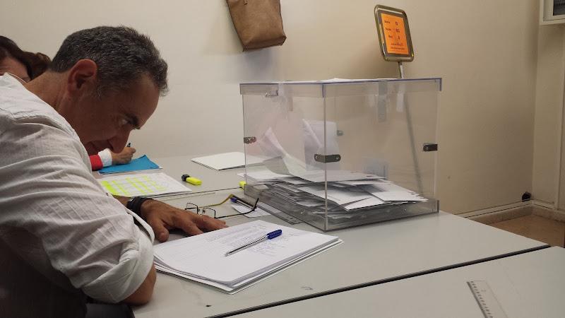Una de las urnas en un colegio electoral de Béjar
