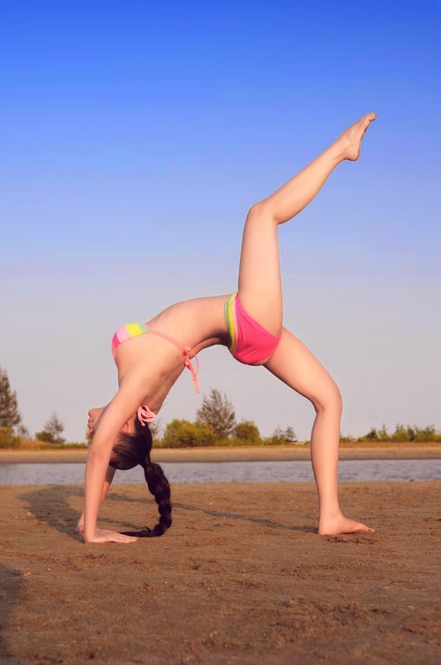Pictures shade yoga bikini showing sexy curves of Le Kieu Nhu