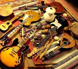 La guitarra con toda su luz, con todas las penas, los caminos y las dudas.
