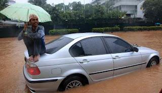Suasana banjir di kawasan Bunderan Hotel Indonesia (HI), Jakarta Pusat