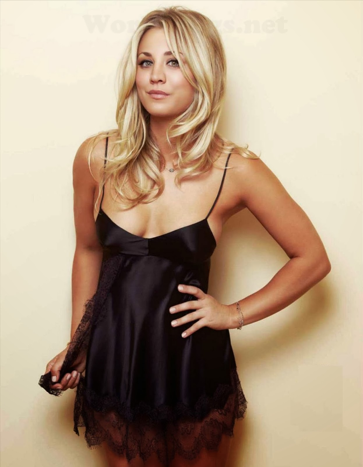 Kaley Cuoco photo 004
