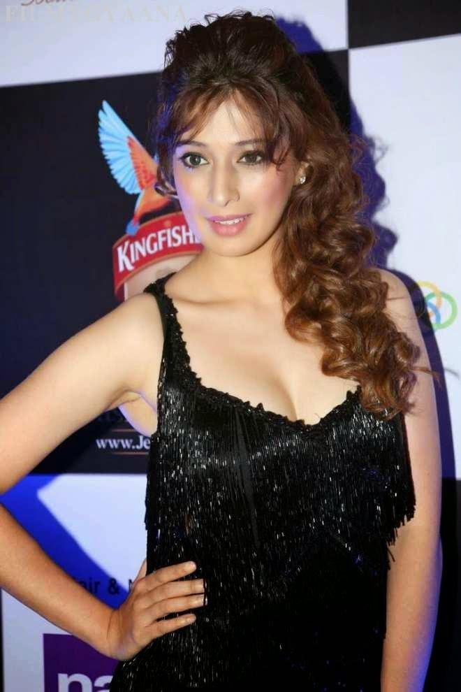 Raai Lakshmi Hot Photos at Kingfisher Ultra HIFW