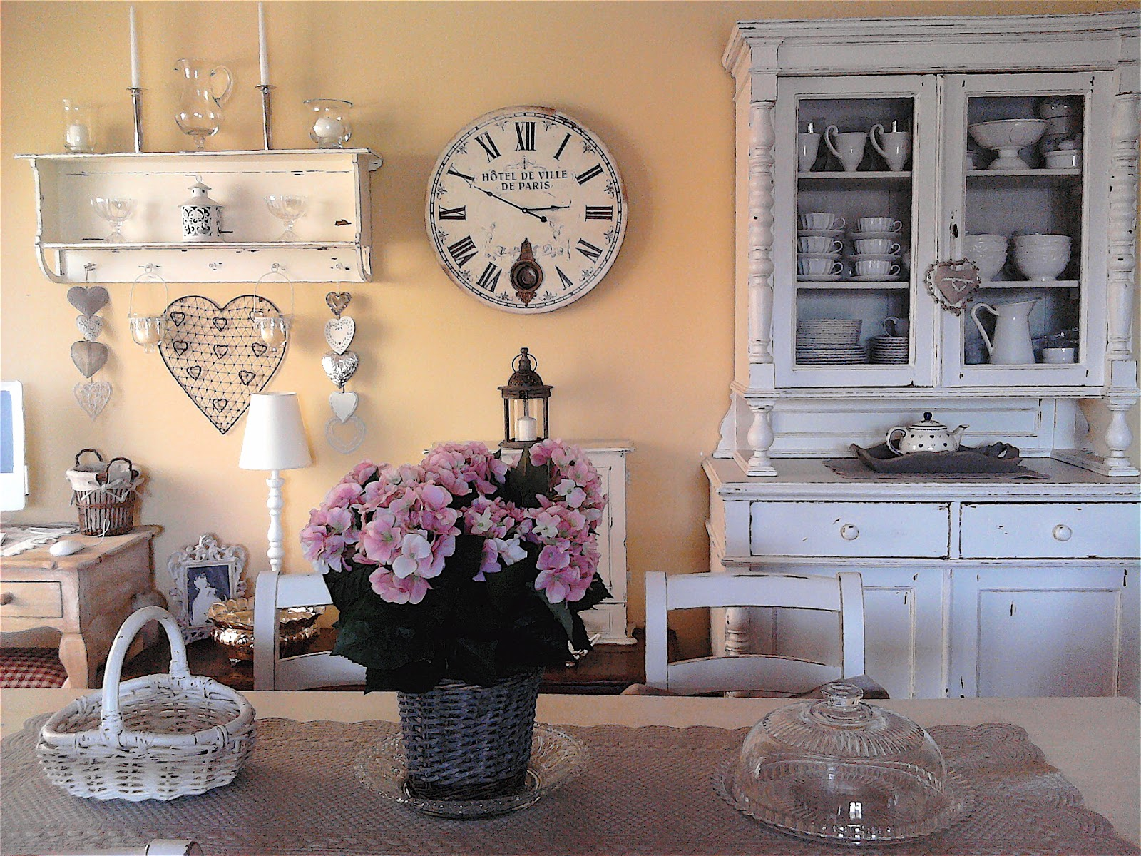 Le case di deni shabby style for Case in stile hacienda con cortili