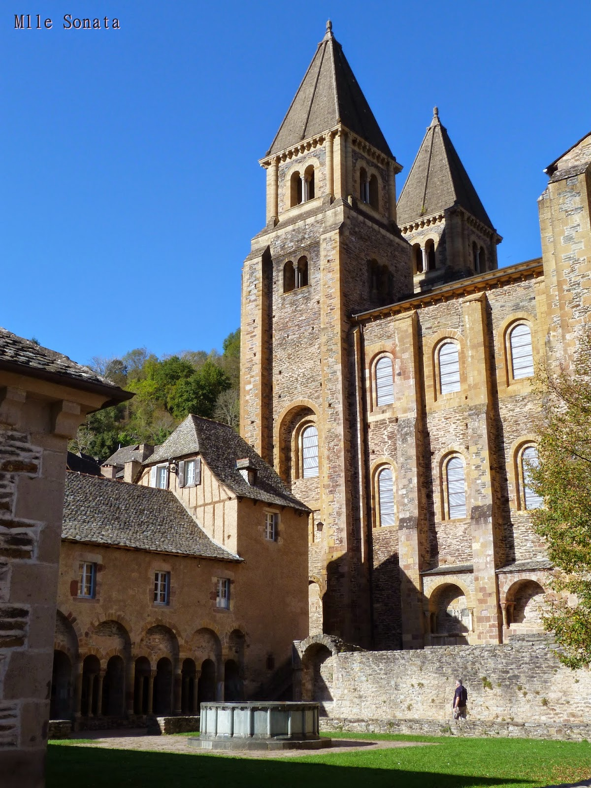 Aveyron Eglise Conques Plus beaux Villages de France