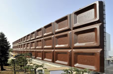 world's largest chocolate billboard, largest chocolate billboard for Valentine's Day, Meiji Seika Kaisha Ltd Guinness World Record, Valentine's Day 2011, Valentine's Day Guinness World Record 2011, world's biggest advertising board made of plastic, Largest chocolate bar billboard in the world