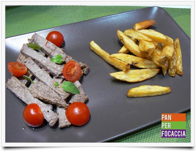 tagliata con pomodorini e patate fritte in olio freddo