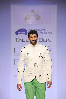 Actor Aditya Roy Kapur walk on the ramp for LFW 2013 W/F