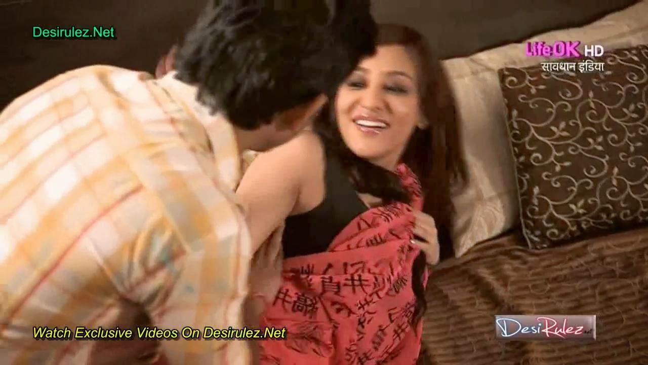 Vedita Pratap Singh Seducing Servant Showing Boobs Navel in Savdhaan ...