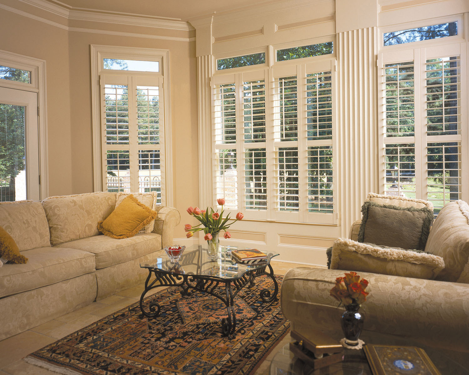 Style decor more varieties of plantation shutters for Decorating with plantation shutters