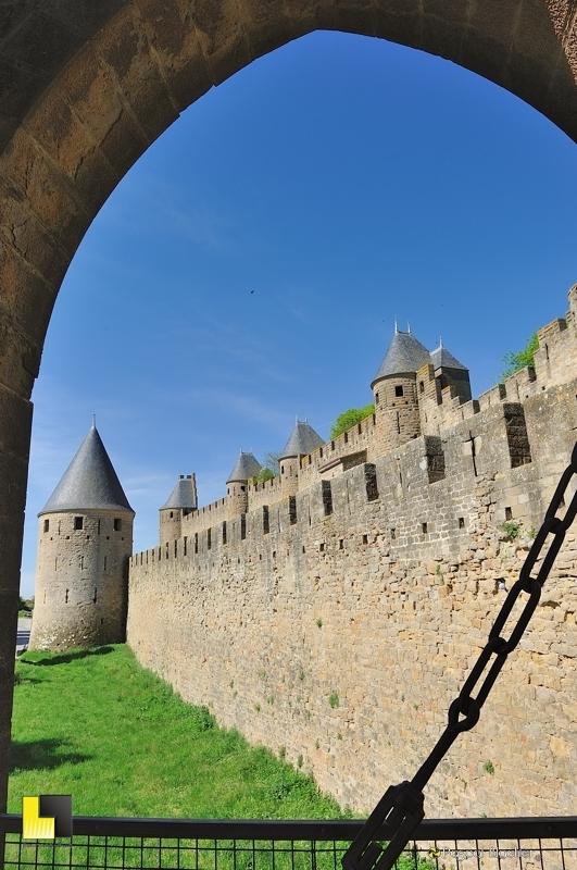 Les remparts de Carcassonne vus par la porte Narbonnaise photo blachier pascal