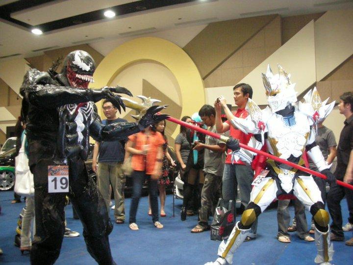 venom+costume+action2.jpg
