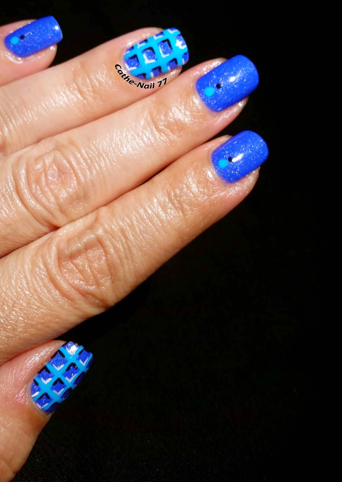 http://cathenail.blogspot.fr/2014/10/waffle-nails-repro-les-ongles-de-lucie.html