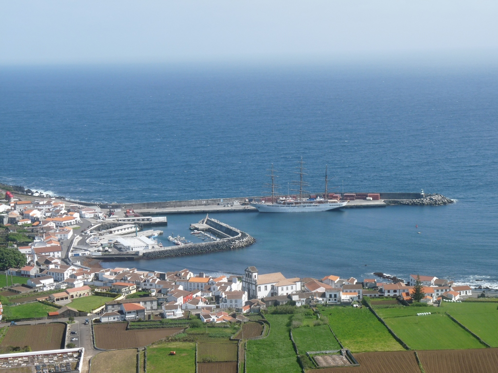 Sea Cloud II im Hafen von Praia (Graciosa)