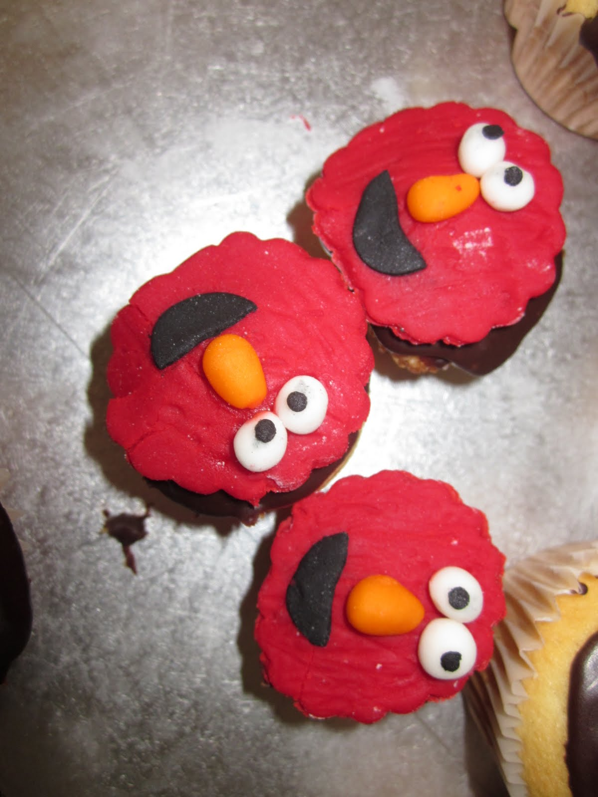 Debs Cakes and Cupcakes: 2nd Birthday Elmo cake - for my son