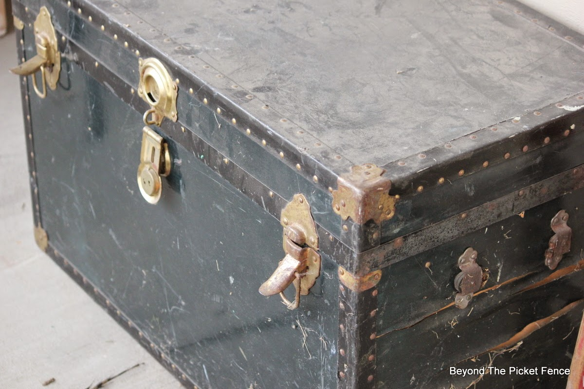 old trunk, Beyond The Picket Fence, trash to treasure http://bec4-beyondthepicketfence.blogspot.com/2015/02/trunk-transformation-saving-old-trunk.html