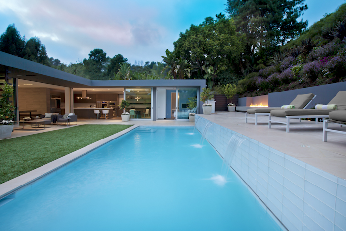 Waterfalls in the pool in Beautiful Modern Home by Shubin + Donaldson Architects