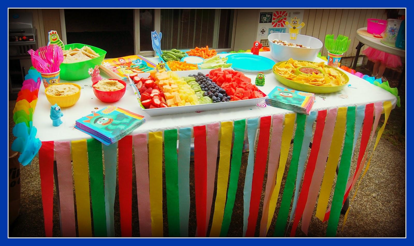 Чем накрыть стол на день рождения ребенка фото