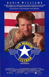 Portada pelicula good morning vietnam robin williams fondo azul señalando como tio sam