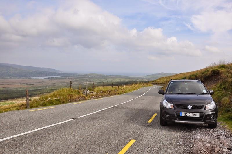 Irland 2014 - Vorspann | Mietwagen | Unser Mietwagen auf dem Weg zum Connor Pass