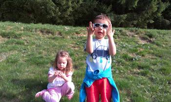 Soare, munte si doi copii frumosi:Filip si Ingrid