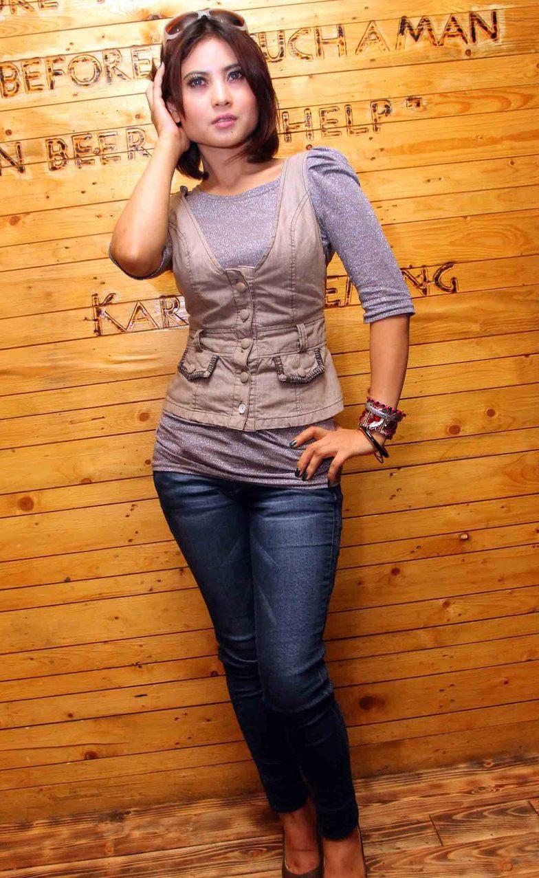 Profil dan Foto Novi Amalia Populer Saat Ini | Foto Artis Indonesia