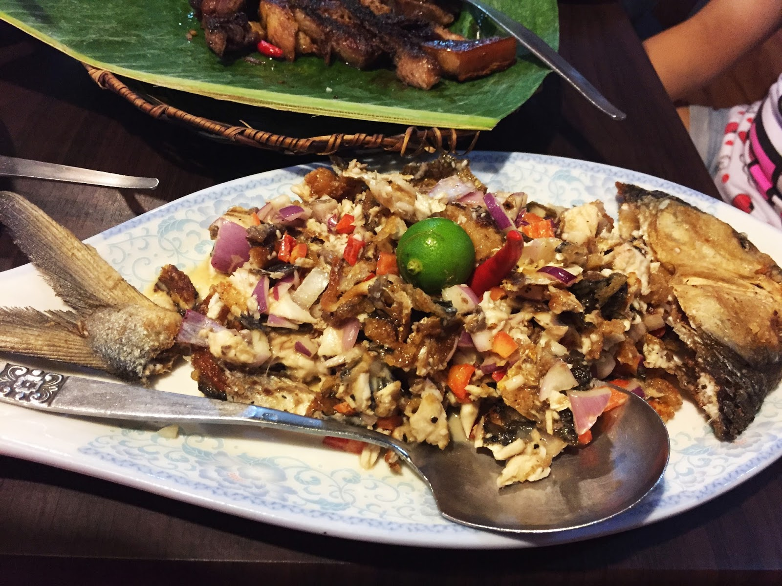Filipino Food at dampa sa Tarlac Seafood Restaurant: Sisig na Bangus