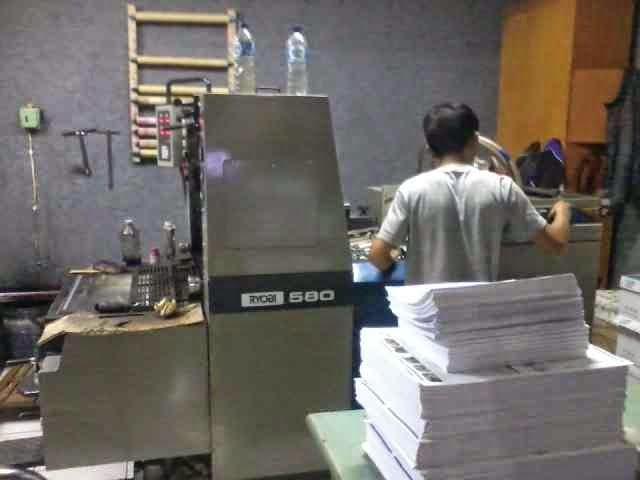 Mesin cetak broshur / offset