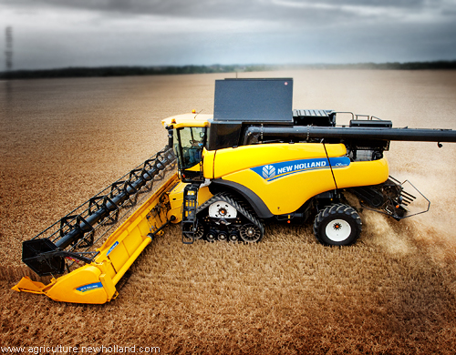 New Holland CR9090 Twin Rotor® combine