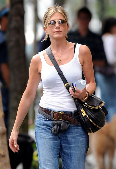star jennifer aniston casual look