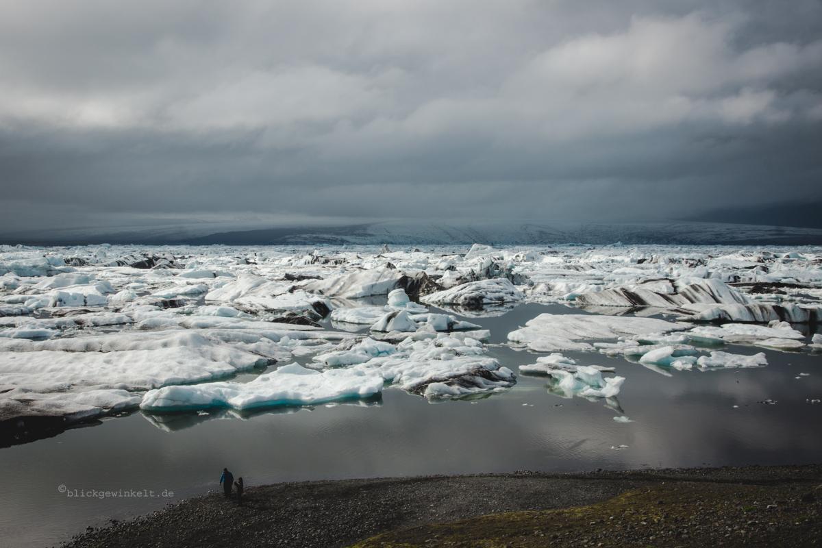 Bucht mit Eisbergen