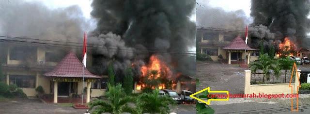 Gambar Kantor Polisi OKU Dibakar Oknum TNI