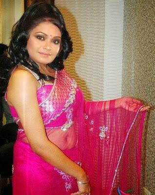 Bangladeshi Girl In Sexy Saree For Fashion