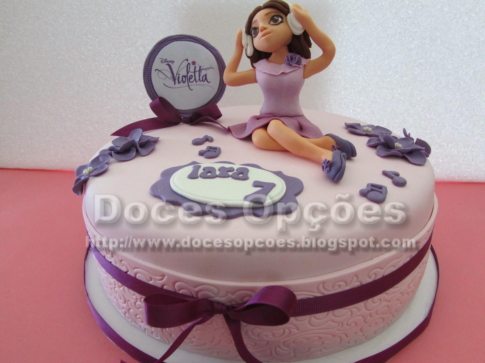Bolo de aniversário com a Violetta da Disney
