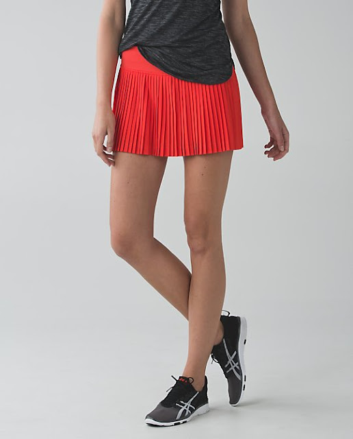 lululemon-alarming-pleat-to-street-skirt